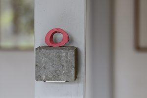 »Pink Bone«, Knochen, Farbe, Betonstein (Höhe 8 cm)