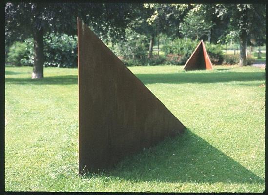 »Item 51«, Industriestahl, Installation, H: 200 cm, Abstand zwischen den Stahlelementen ca 35 m, Coesfeld